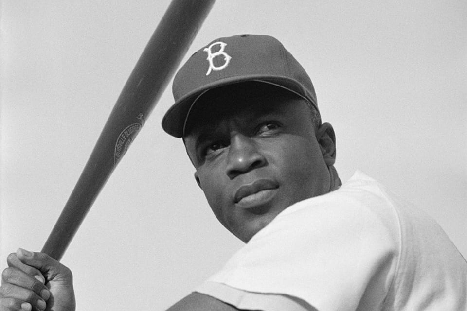 Jackie_Robinson,_Brooklyn_Dodgers,_1954