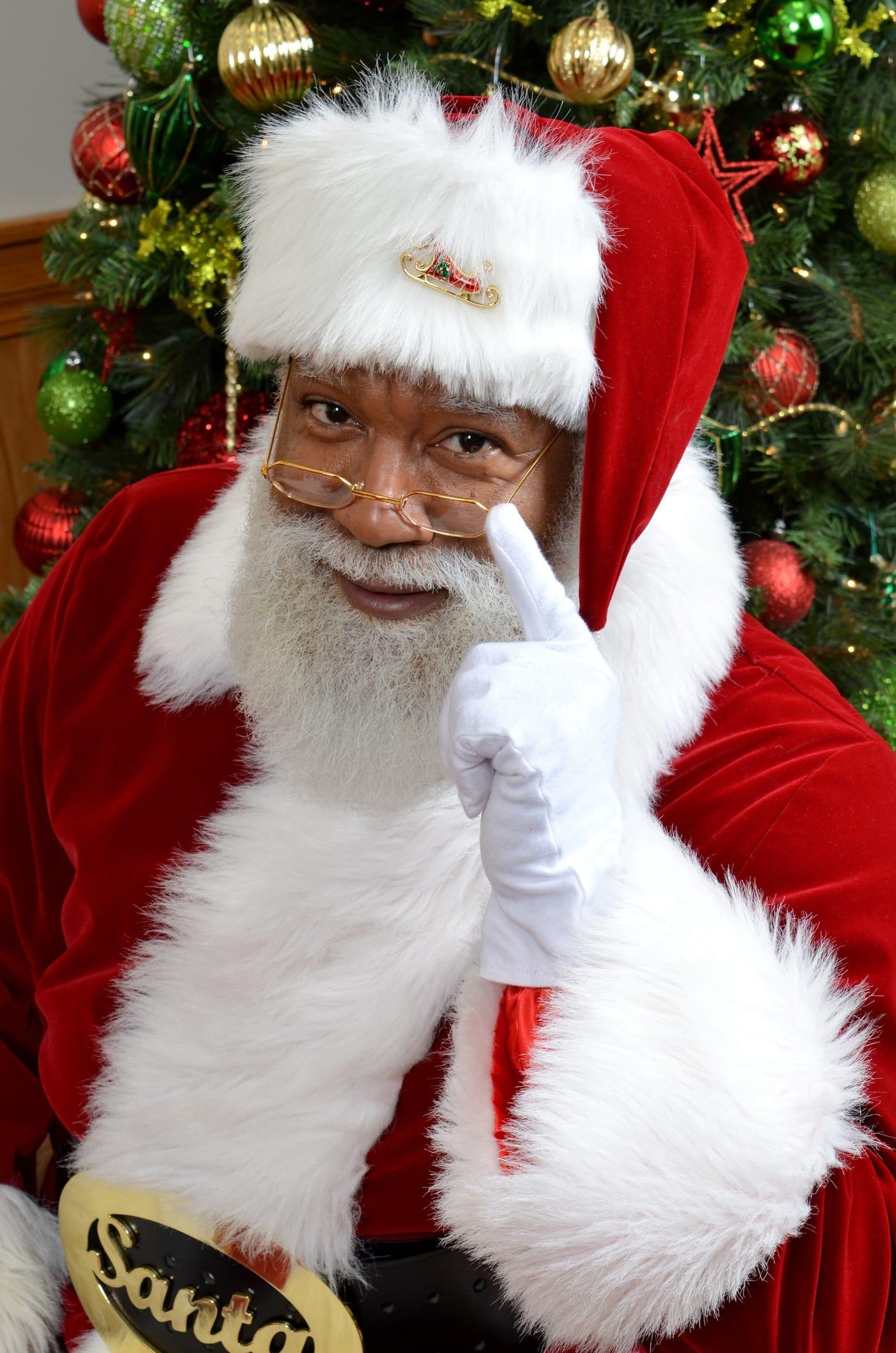 Despite the haters black santa thrives at mall of america